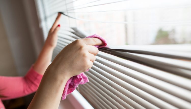 cleaning-blinds